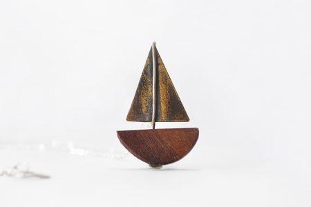 Collar Barco de madera y bronce
