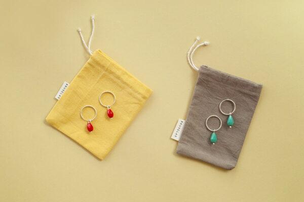 aros cuentas de cristal rojo y turquesa con packaging