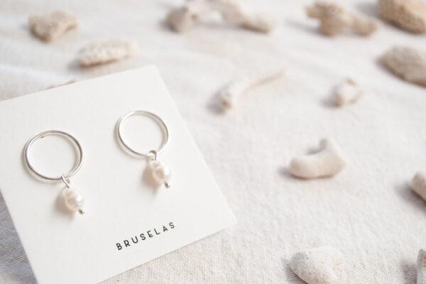 Aros de plata 925 con perla de río colgante blanca