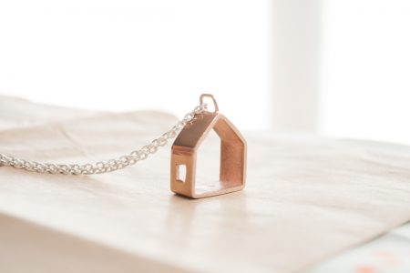 Collar casita de oro rosado