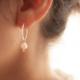 aros argollitas con perlas de rio. Bruselas Joyería Contemporánea