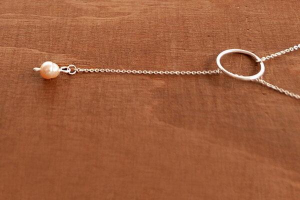 collar lazo con perla de rio