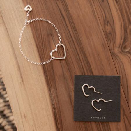 combo corazonada: pulsera y aros con forma de corazón de plata 925. Bruselas Joyería Contemporánea