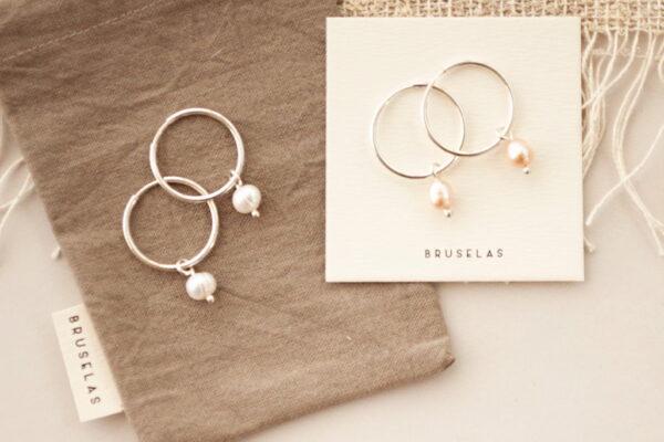Aros argollitas con perlas de río Bruselas Joyería Contemporánea