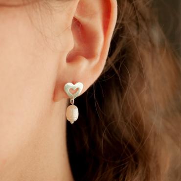 Aros Gilmore Girls. Corazón de plata 925 y perla de río. Bruselas Joyería Contemporánea