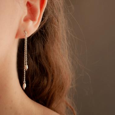 Aros Lorelai- Perlas de río y plata 925- Bruselas Joyería Contemporánea