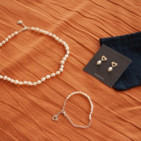Combo Gilmore Girls: collar, pulsera y aros de plata 925 y perlas de río. Bruselas Joyería Contemporánea
