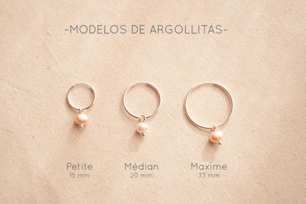 Argollitas de plata 925 y perlas de río, vienen en 3 tamaños: Petite, Médian, Maxime. Bruselas Joyería Contemporánea